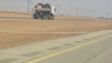 Photo of قائد شاحنة يعكس طريق المستوي ومرور شقراء يطيح به
